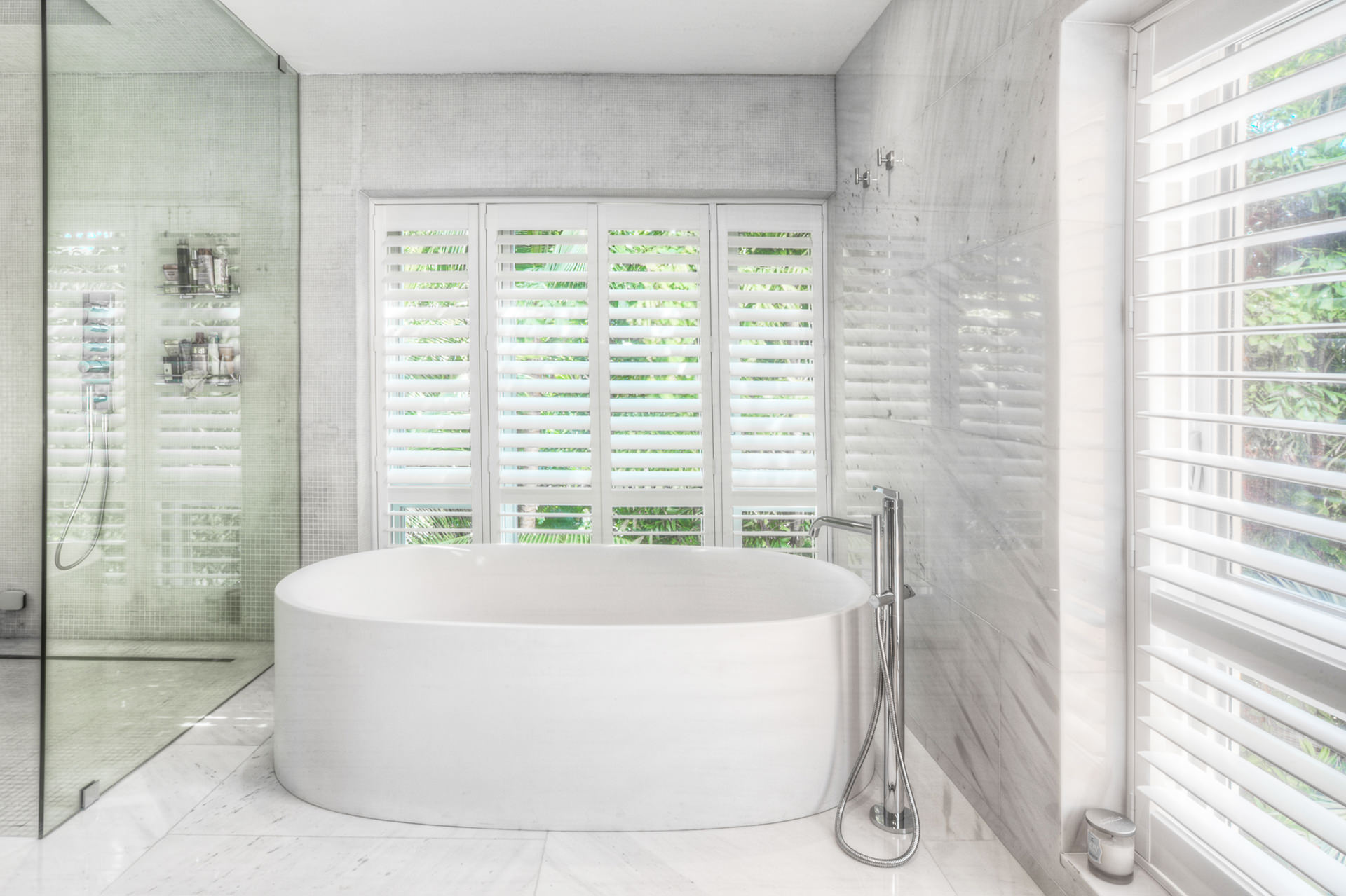 HUNTER DOUGLAS: PALM BEACH SHUTTERS