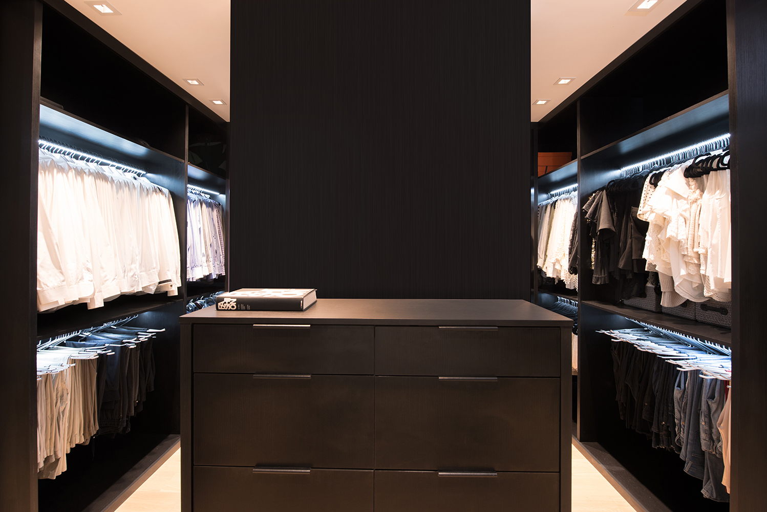 CUSTOM CLOSET ALL BLACK